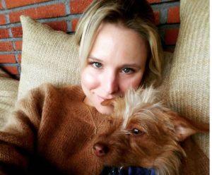 Kristen Bell fosters Muppet